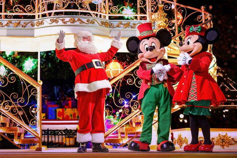 2-Disneyland-Paris-Xmas-Santa-Mickey-Minnie.jpg