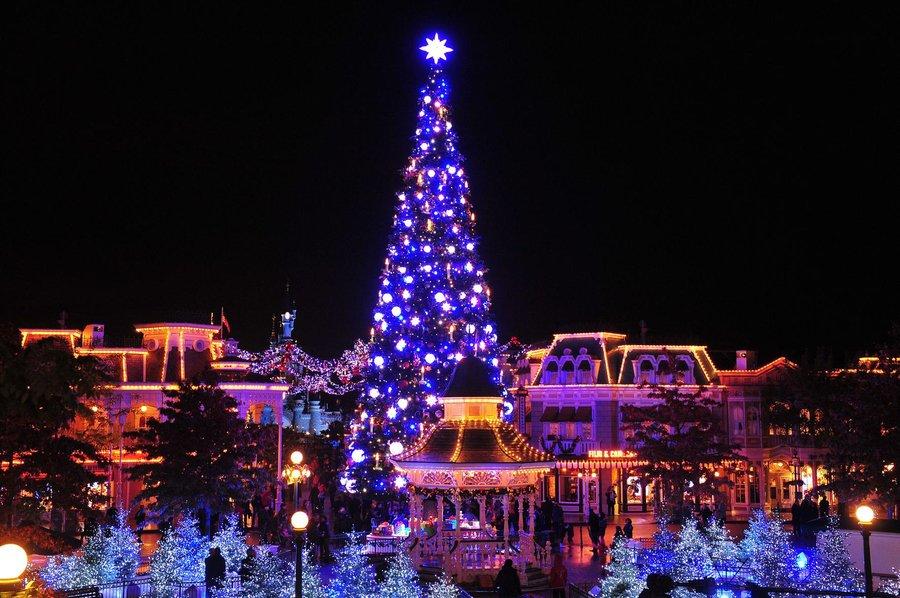 3-Disneyland-Paris-Xmas-Tree-2.jpg