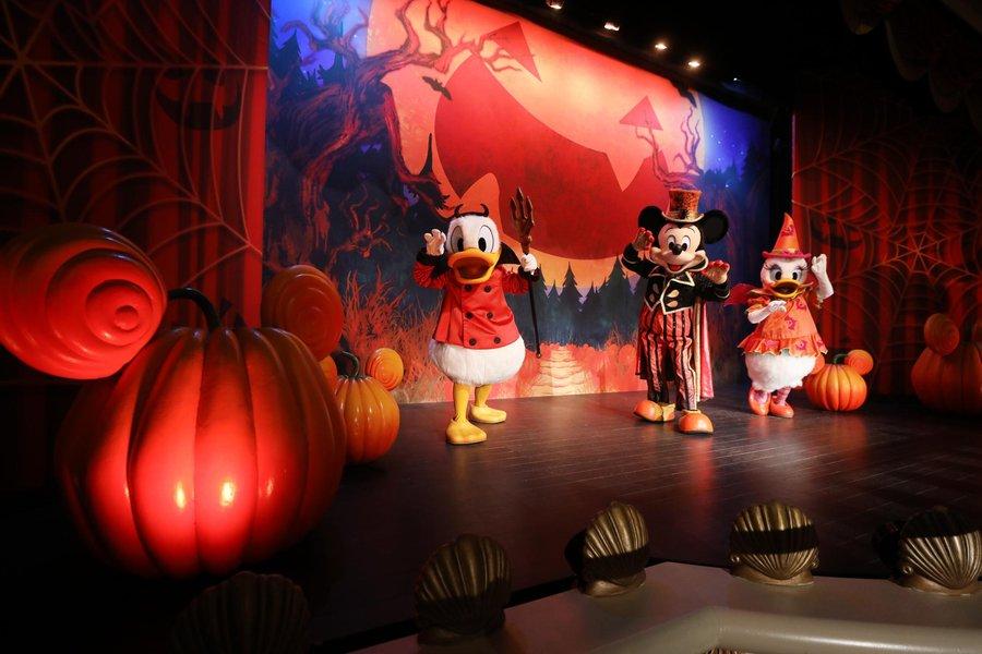 4-Disneyland-Paris-Halloween-Mickey-Friends.jpg