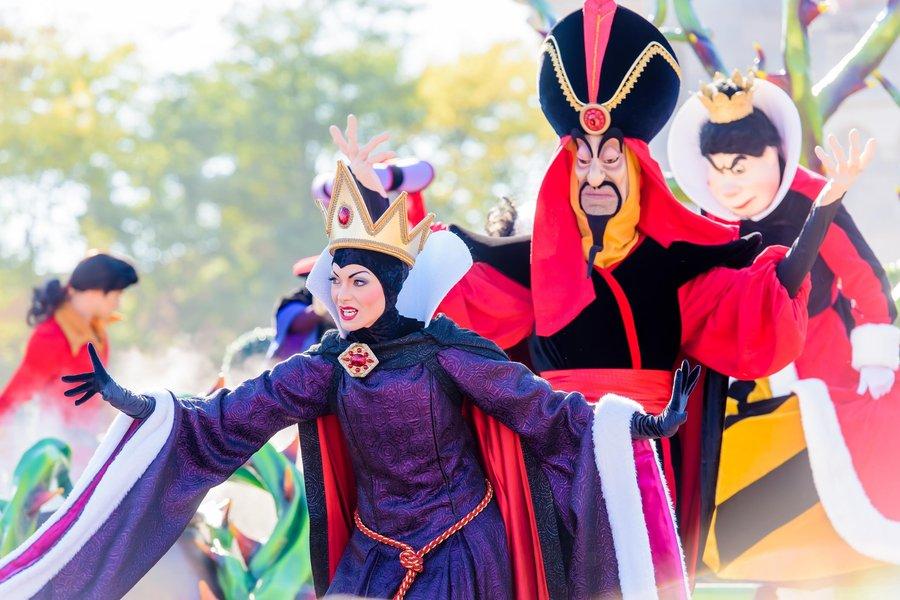 5-Disneyland-Paris-Halloween-Disney-Villains.jpg
