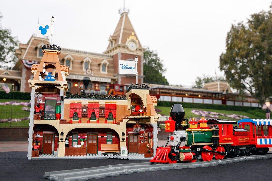 disney-lego-trein-station-1.jpg