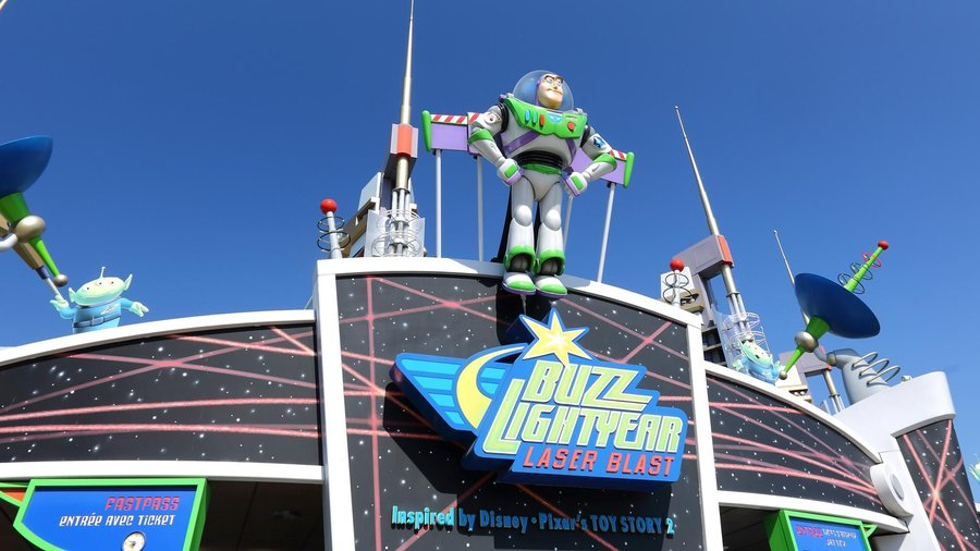 entrance-buzz-lightyear-lastblast-old.jpg
